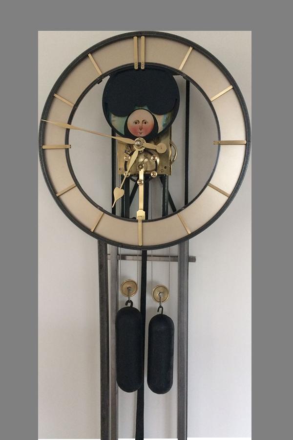 uitsnede-engelse-staande-maan-klok